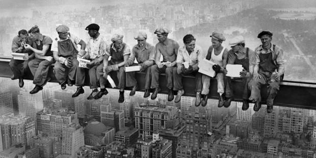 Pausa pranzo nel cantiere del Rockefeller Center (1932)